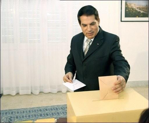 Стара снимка на бившия диктатор Бен Али.